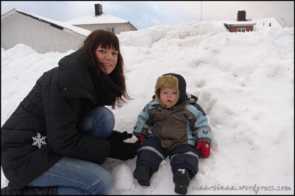 Mor och son i snön. Foto: Mamma/mormor